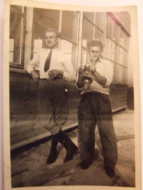 dziadek i facet z trąbką #DziadekLeon #DziadekLeonIFacetZTrąbką #StareZdjęcie