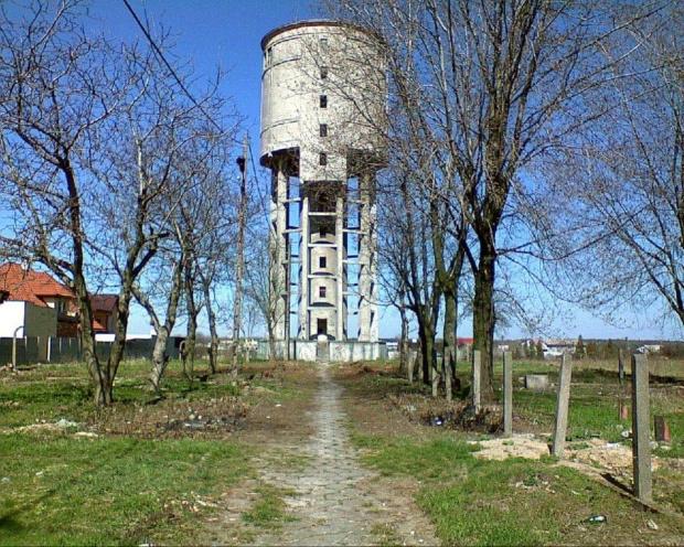 Wieża ciśnień przy ulicy Cegielnianej... #WieżaCiśnień #wieża #hydro #woda #ciśnienie #wodociągi #rury #wiosna #tomaszów