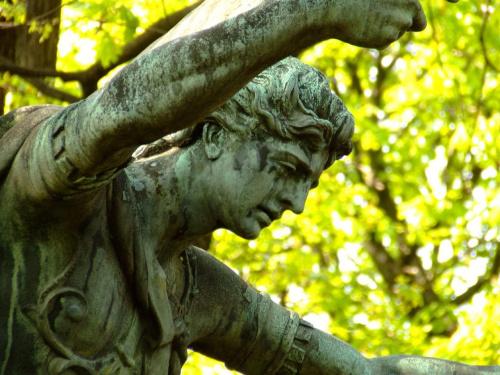 anioł #powązki #anioł #warszawa #NaPowązkach #MińskMazowiecki #postawa #ciekawe #ZZielonymTłem #cmentarz
