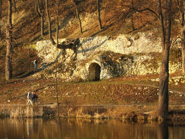 Wejście do lochów #Puławy #park #loch #lochy