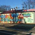 Na rogu Wróblewskiego i Partyzantów #drzwi #okna #panele #parapety #Puławy #rolety #sklep #graffiti